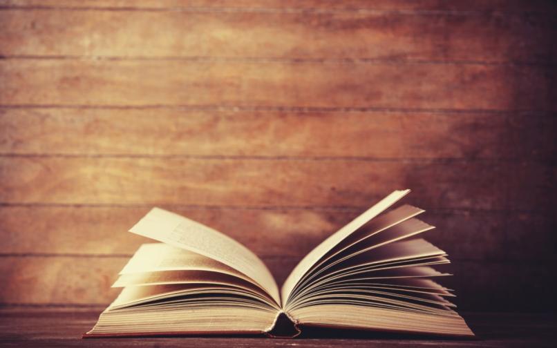 отворена книга
