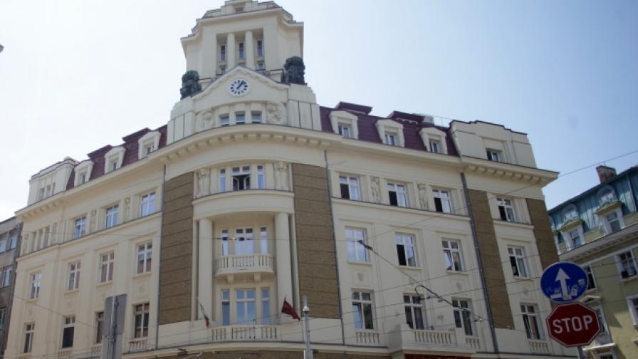 Вложители в КТБ опитаха да нахлуят в централата на банката