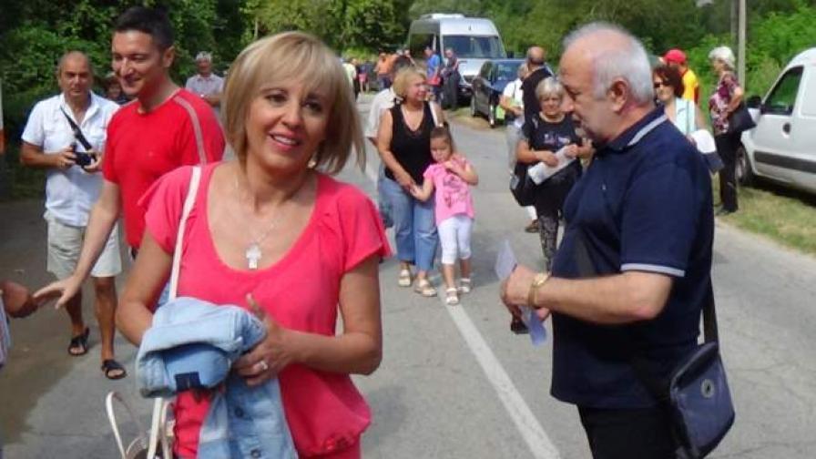 Манолова: Излизаме на протест, ако кабинетът не спре уволненията