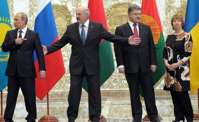 От ляво надясно: Руският президент Владимир Путин, държавният глава на Беларус Алексанър Лукашенко, украинският президент Петро Порошенко и върховният представител на ЕС по външната политика и сигурността Катрин Аштън