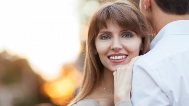 щастлива жена щастие усмивка