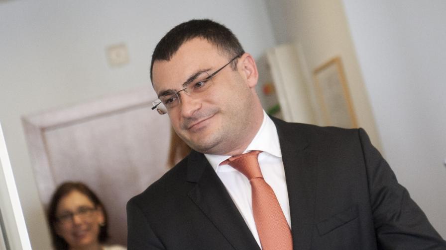 Шефът на ДКЕВР и един от заместниците му подават оставки