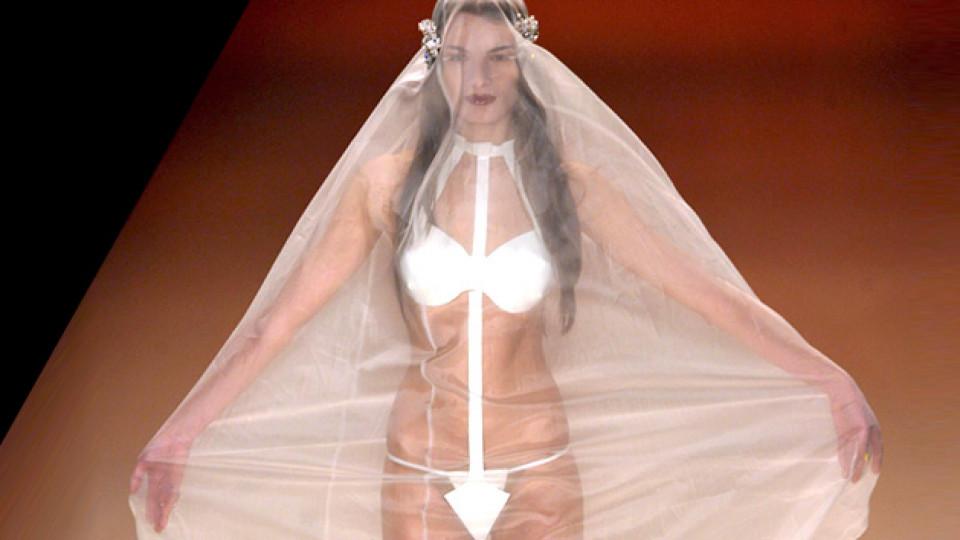 Булчинска рокля или по-скоро бельо?!