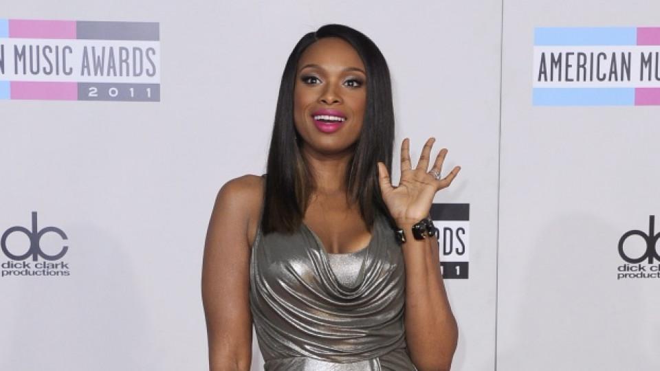 Дженифър Хъдсън пристига на 39-тата церемония по раздаването на американските музикални награди, провели се през ноември 2011-та в Лос Анджелис