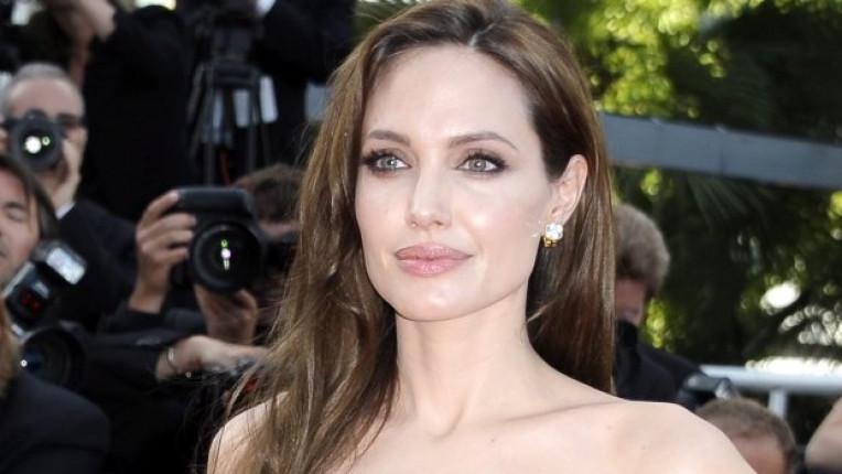Анджелина Джоли има шест деца и определено може да се