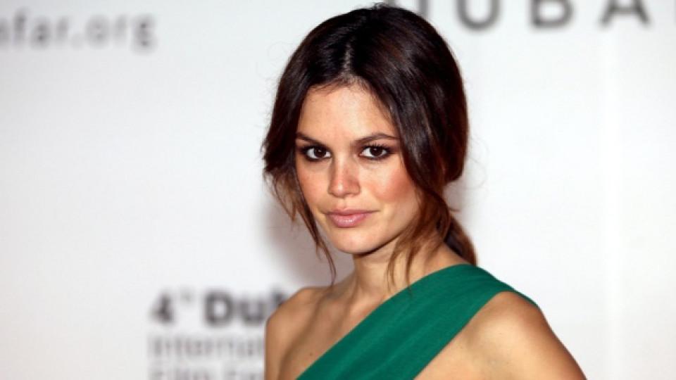 Рейчъл Билсън създаде лейбъла за дрехи Еdie Rose през 2008-ма заедно с дизайнерката Дона Каран