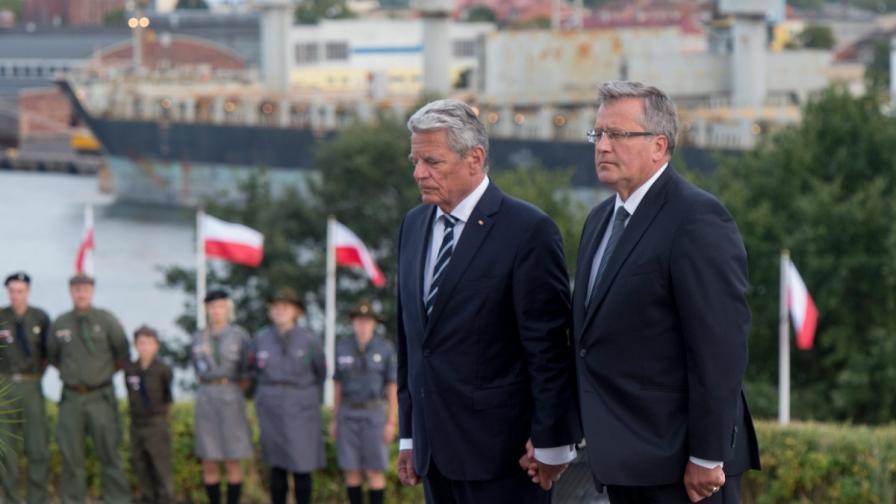 Йоахим Гаук (вляво) и Бронислав Коморовски