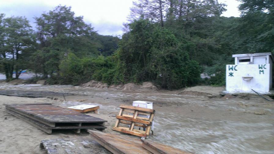 Ситуацията в наводнените райони бавно се нормализира
