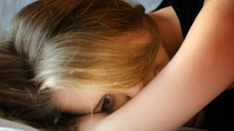 жена тъга размисъл самота