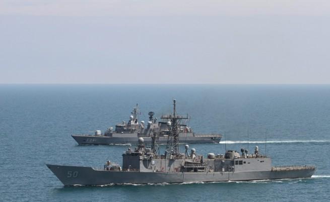 Руски изтребители кръжали около канадски военен кораб в Черно море, Москва отрича