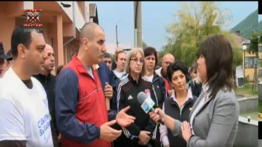 ГЕРБ прати кандидати при бедстващите, БСП дари пари