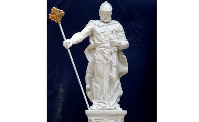 Паметник на цар Самуил – на 8 ноември до църквата