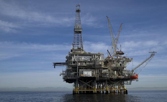 САЩ и ЕС обмислят санкции срещу петролната индустрия на Русия