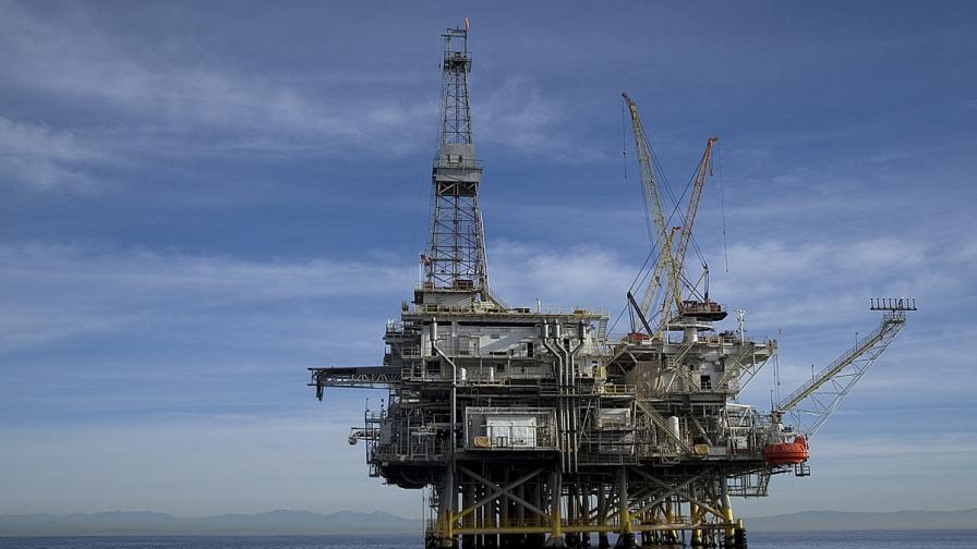 Обмислят санкции срещу руската петролна индустрия