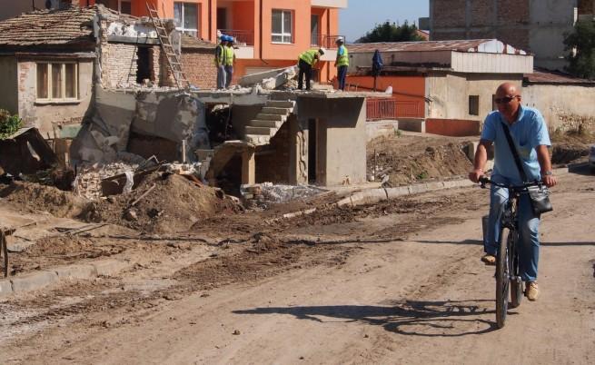 Какво остана след потопа във Варна? (видео)