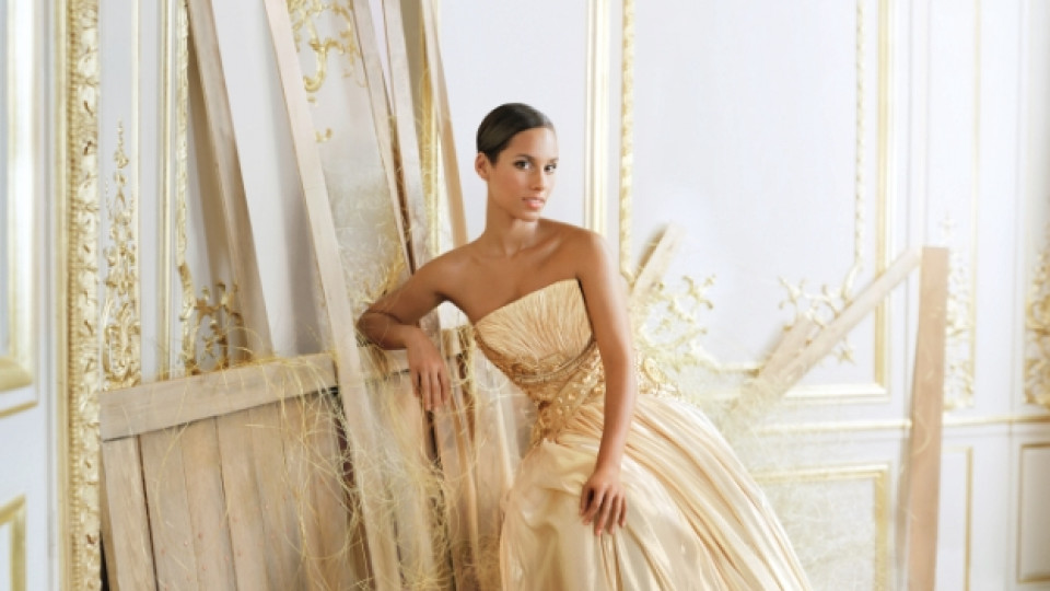Соул дивата Алиша Кийс е лице и муза на новия аромат на Givenchy Dahlia Divine