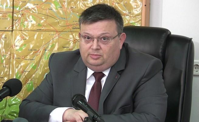 Цацаров поиска отстраняването на съдия Владимира Янева