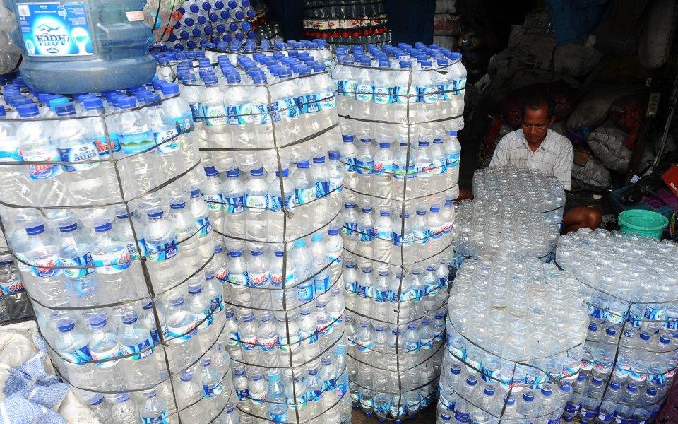 Наредиха на феновете на Пирин Бл да пият чешмяна вода