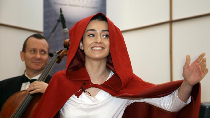 Анa Пападопулу за детството, приказките и музиката