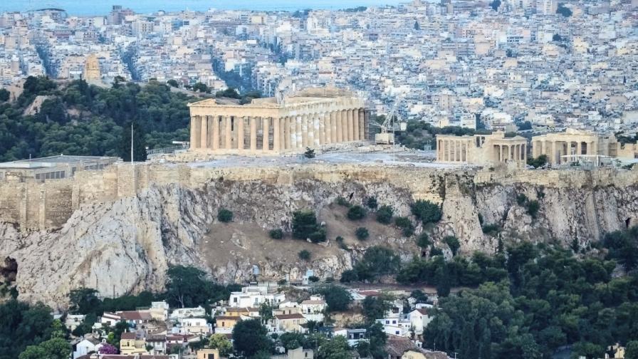 Гръцки инженери: Акрополът се руши