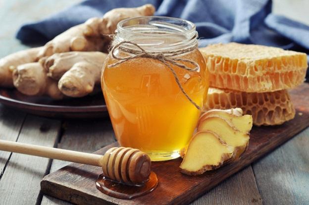 <p><strong>Болест на сърцето</strong></p>  <p><br /> Смесете една супена лъжица мед и 1/4 от канела на прах. Консумирайте на закуска вместо сладко - намалява холестерола в артериите и съответно риска от сърдечен удар</p>
