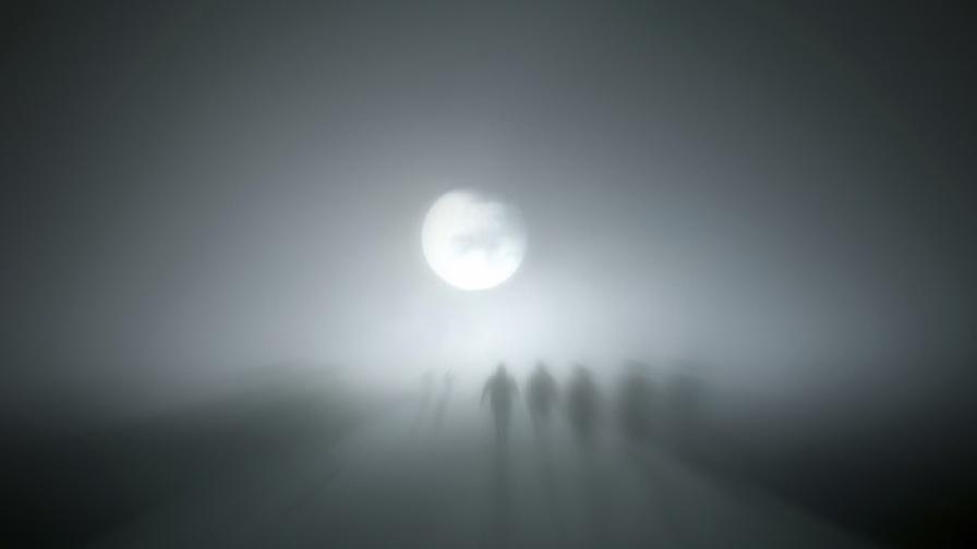 Обитавано от духове градче отива на търг