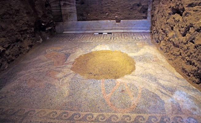 Откриха уникална мозайка в гробницата в Амфиполис