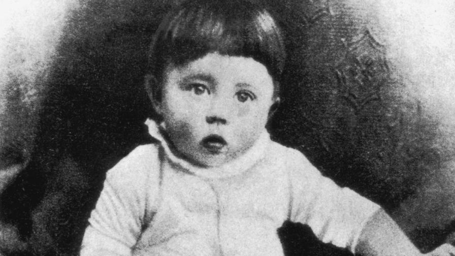 Германският диктатор Адолф Хитлер като бебе