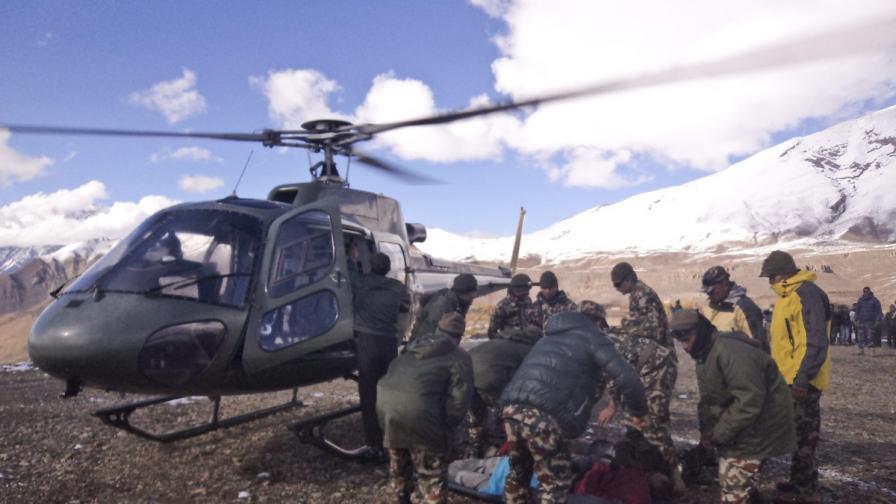 43-ма са загиналите при бурята в Непал