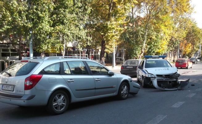 Ранен полицай след зрелищно преследване в Пловдив