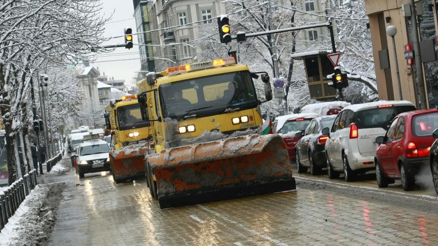 Фандъкова изкарва снегорините