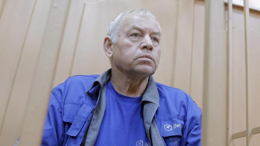 Шофьорът на снегорина Владимир Мартиненко