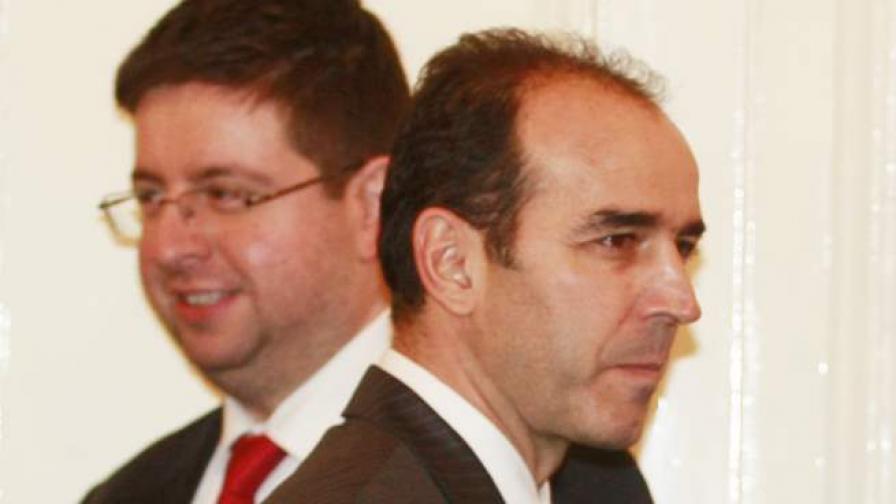 """Иван Искров (вдясно)  и Петър Чобанов, финансов министър в кабинета """"Орешарски"""""""