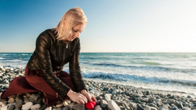 надежда жена бряг море тъга самота
