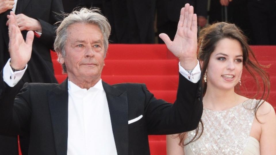Ален в компанията на 20-годишната си дъщеря Анушка по време на миналогодишния кинофестивал в Кан