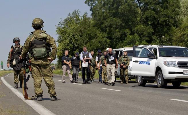 ОССЕ: Колони танкове и тежки оръжия се движат из Източна Украйна