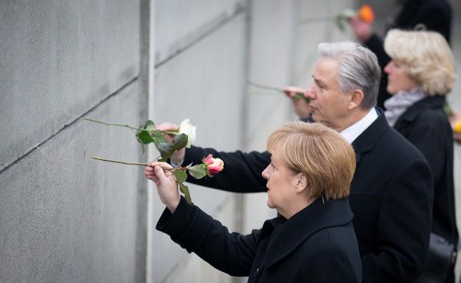 В Берлин честват годишнината от падането на стената