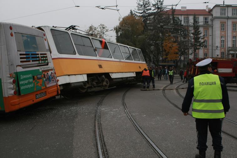трамвай автобус катастрофа