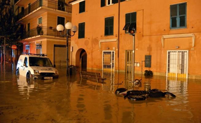 Нова вълна от бури връхлетя Италия, двама изчезнали