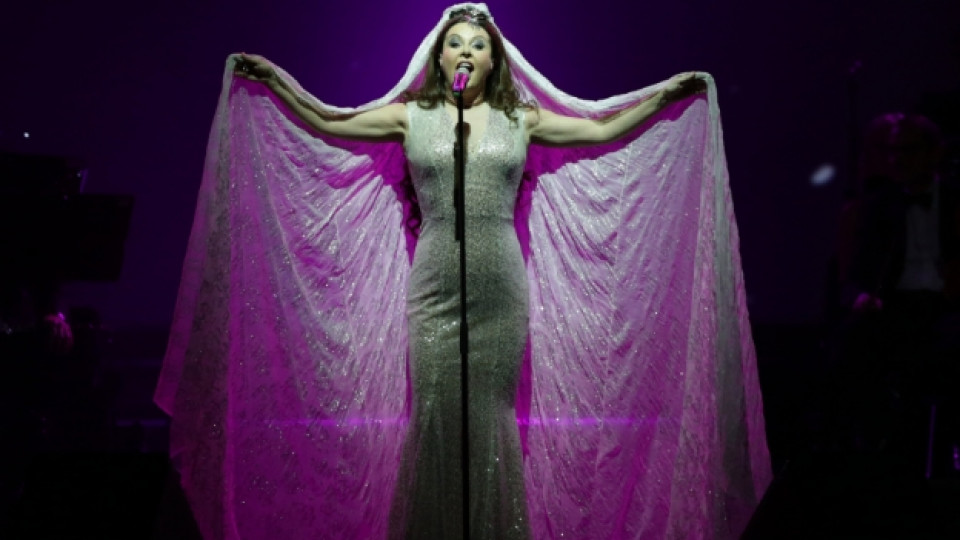 """Сара Брайтман на сцената на зала """"Арена Армеец"""""""