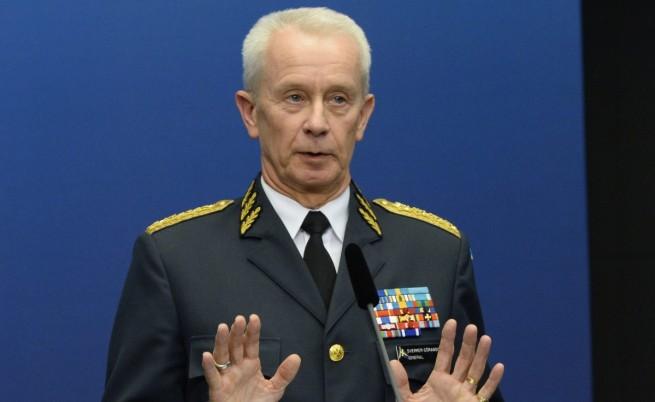 Върховният главнокомандващ на въоръжените сили Сверкер Йораншон