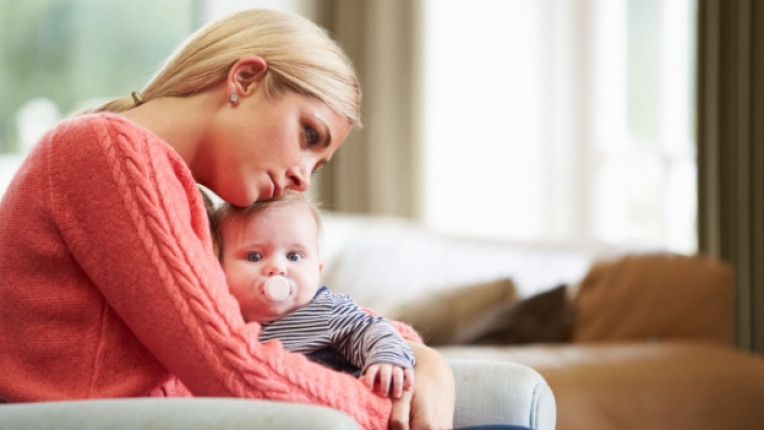 самотна майка тъга дете