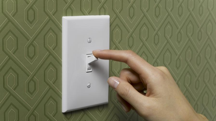 <p>Няма да променят цената на тока до края на 2018 г.</p>