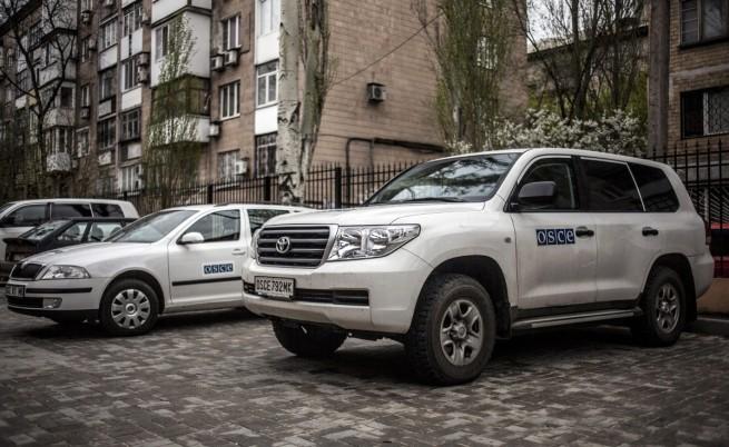 Неизвестни униформени обстрелваха екип на ОССЕ в Източна Украйна