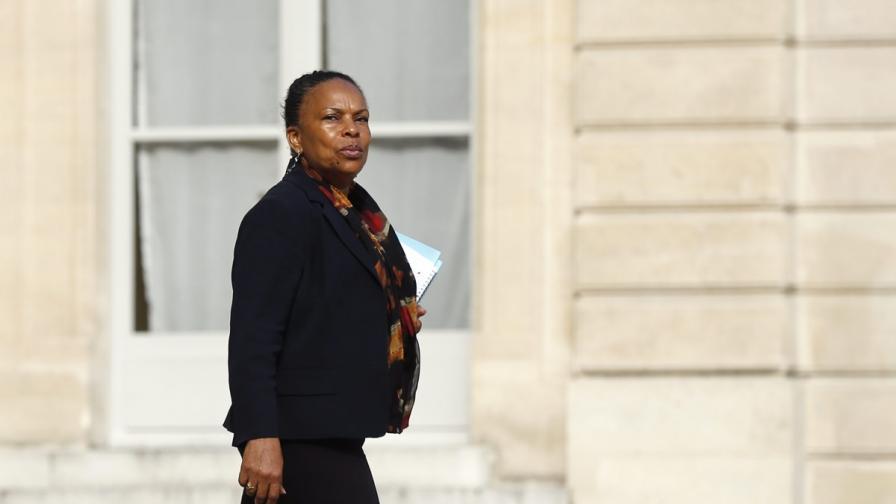 Фъргюсън отекна в един министерски кабинет в Париж