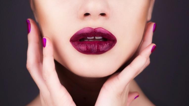 червило устни козметика