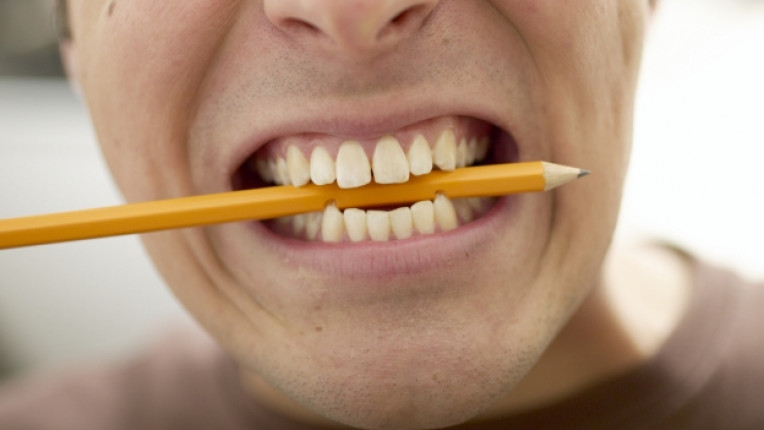 зъби лош навик усмивка зъболекар