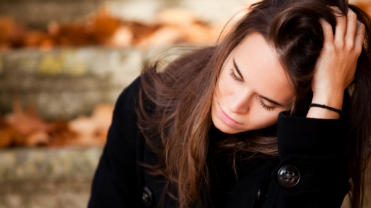жена тъга болка мъка депресия