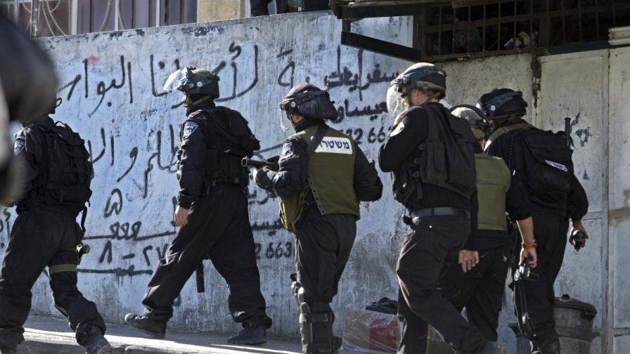 Палестинец нападна с киселина цивилни евреи на Западния бряг