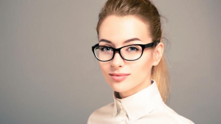 бизнес дама очила умна жена